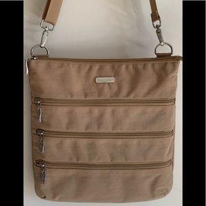 Baggallini 4 zipper bag, tan nylon, EUC Travel bag